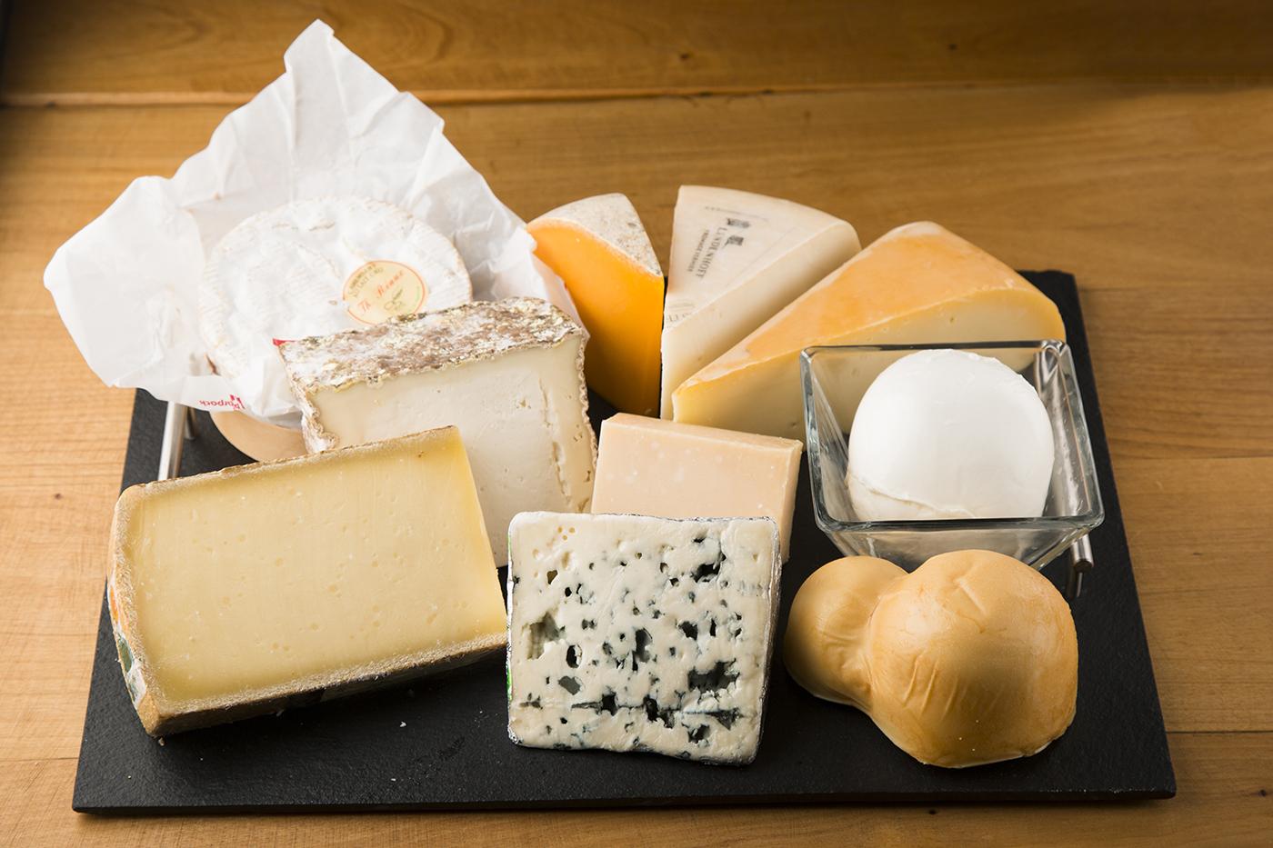 チーズプロフェッショナル舘野の世界各国から厳選した今月のおすすめのチーズ