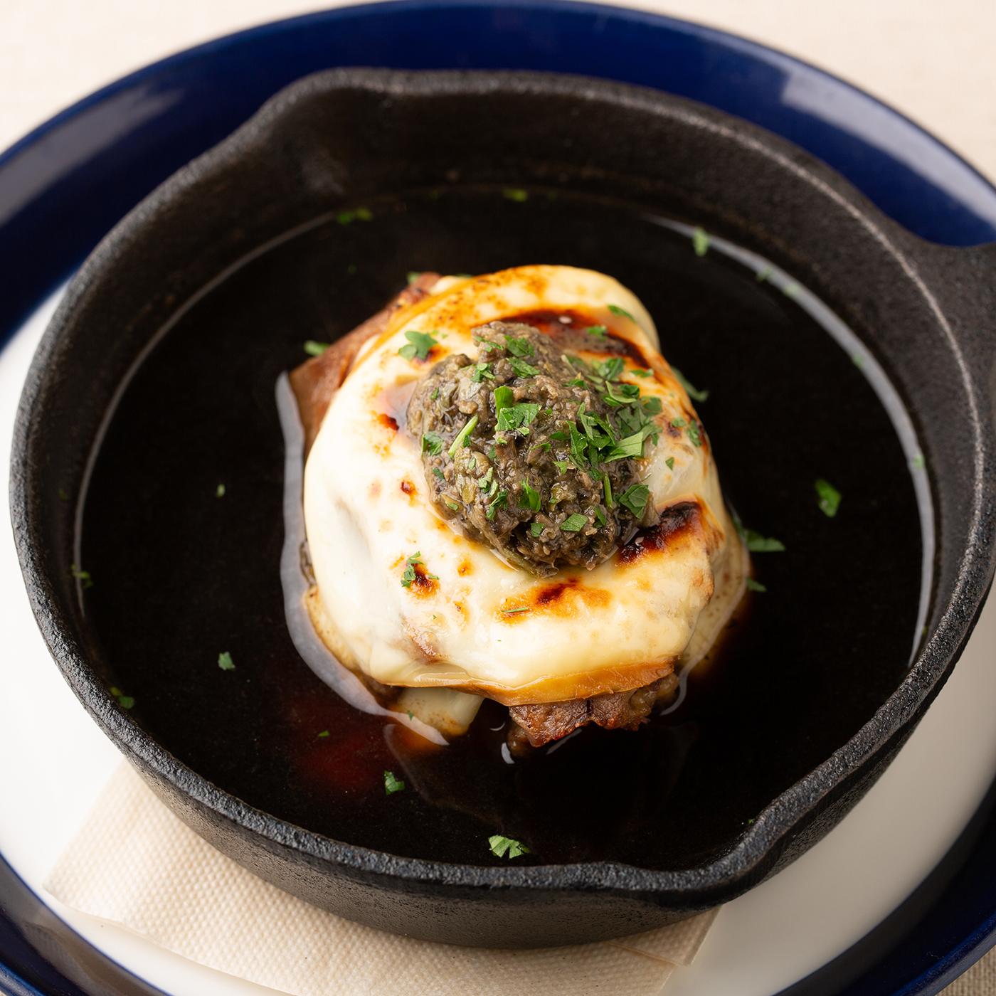 牛タンと大根のコンソメ焼き タプナードとスカモルツァ添え 1680円