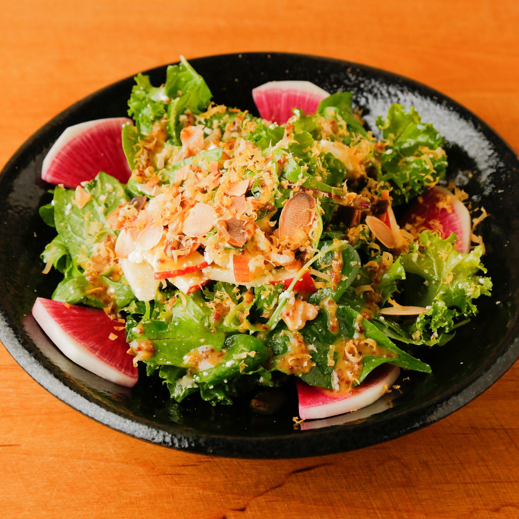 【季節限定】リコッタチーズとケールのDEN風サラダ ハニーマスタードドレッシング 980円